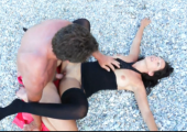 Amateurin kriegt Cumshot am Strand